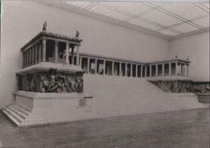 Postkarte: Staatliche Museen, Berlin - Westseite des groÃen Altars - 1978